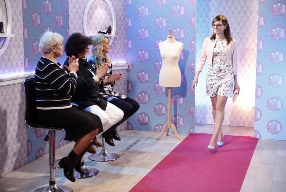 PŘEHLÍDKA. Každá Popelka ve svůj den předvedla svůj ulovený outfit na růžovém koberci a její soupeřky ji pak ohodnotily. Poslední slovo měl ale vpátek stylista Filip Vaněk.